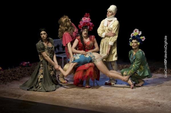 """Teatro Manfredonia: domenica 14 in scena """"La regina delle nevi"""" di Armamaxa e lunedì 15 febbraio """"Il giardino delle ciliegie"""" di Nina's Drag Queens"""