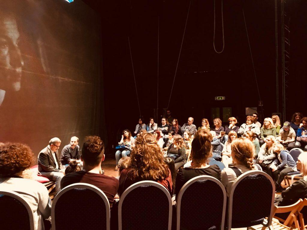 """Il primo spettacolo è """"Cappuccetto Rosso"""" della Compagnia La Luna nel Letto. Domenica 11 novembre ore 18.00 – Teatro comunale """"L. Dalla"""", Manfredonia."""